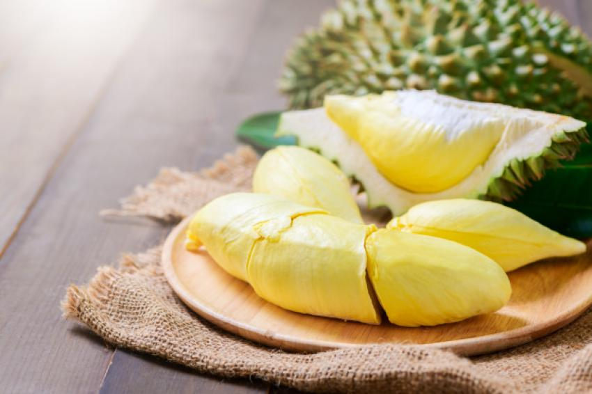 fresh_durian_monthong_sack_old_wood_table_34435_3755.jpg