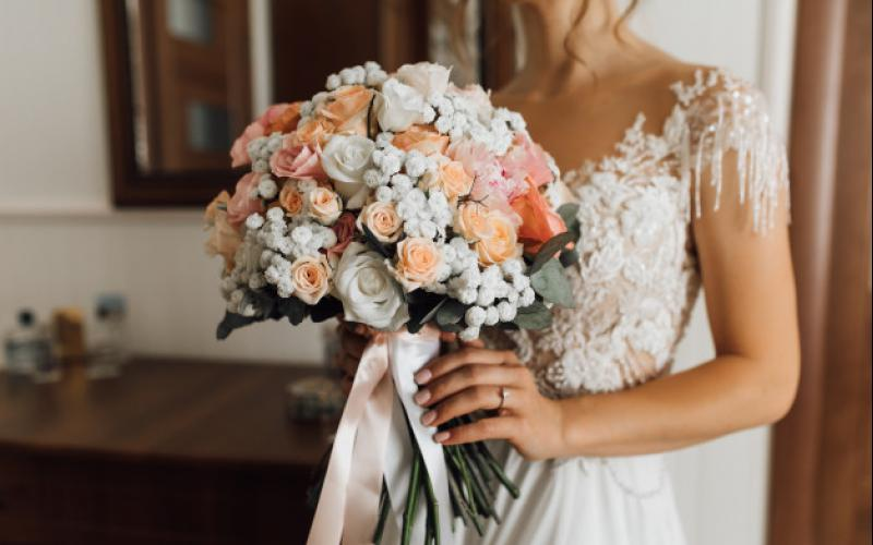 bride_holds_lush_bouquet_with_delicate_flowers_colors_8353_11436.jpg